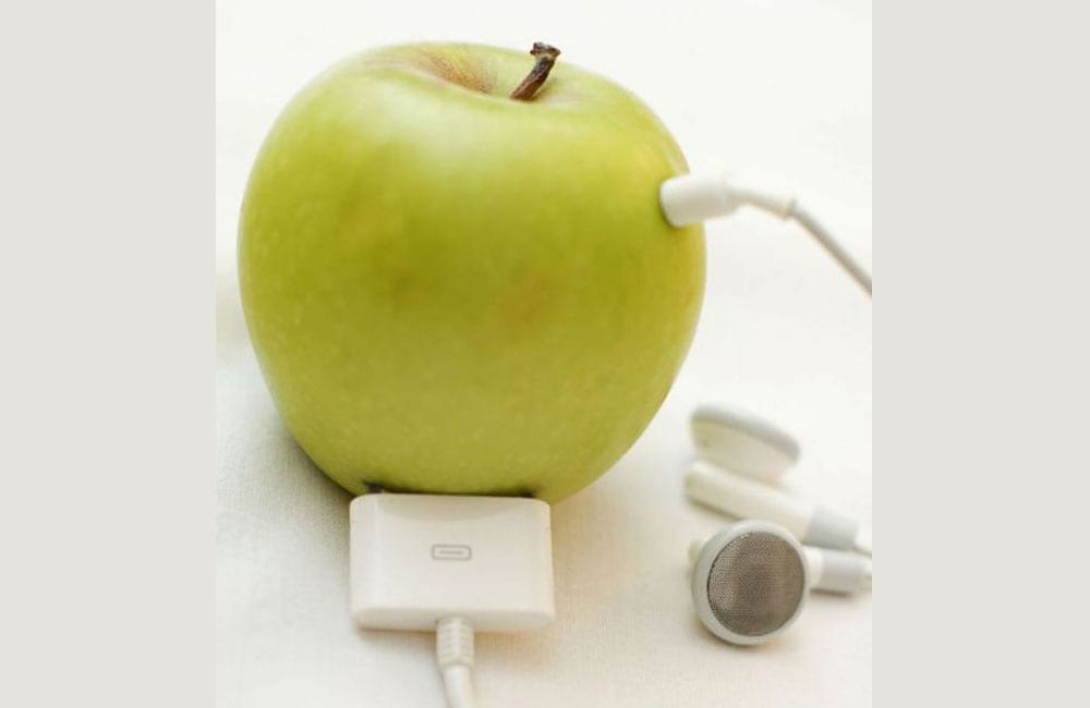 Charge Your Phone With An Apple @appleoglas / Pinterest.com