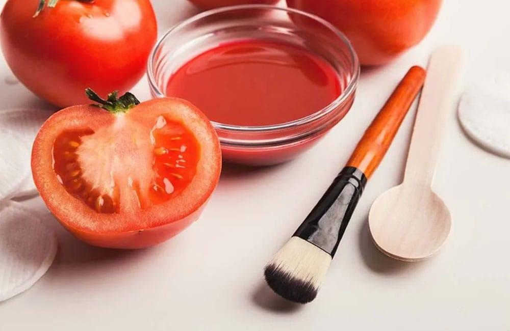 Tomato and Toothpaste to Remove Dark Circles @skincaretopnews / Pinterest.com